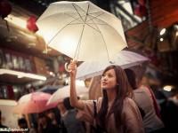 雨中人像借用光线营造迷人气氛