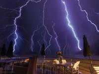 如何拍摄闪电出现的那一刻?