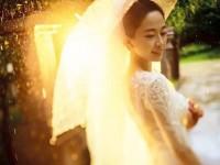 如何利用光源色温营造动人婚纱照