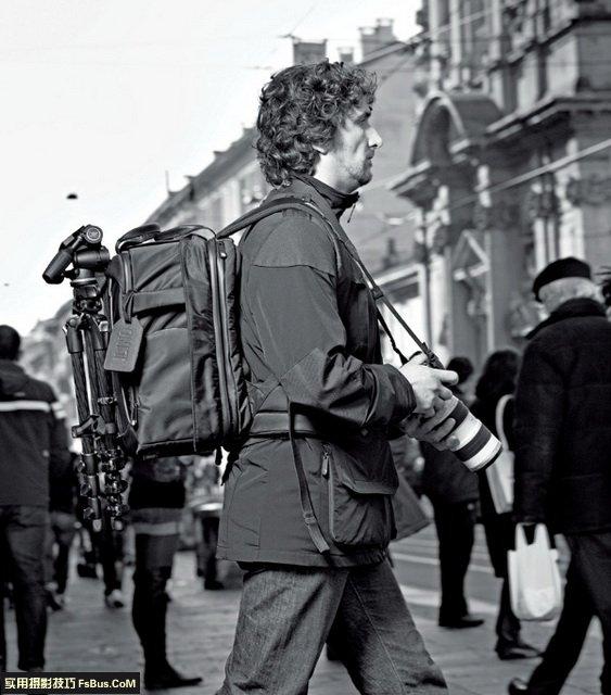 如何在街头摄影中不被拍摄对象注意