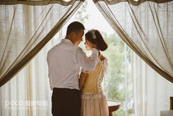 拍摄情侣照如何摆姿最自然?