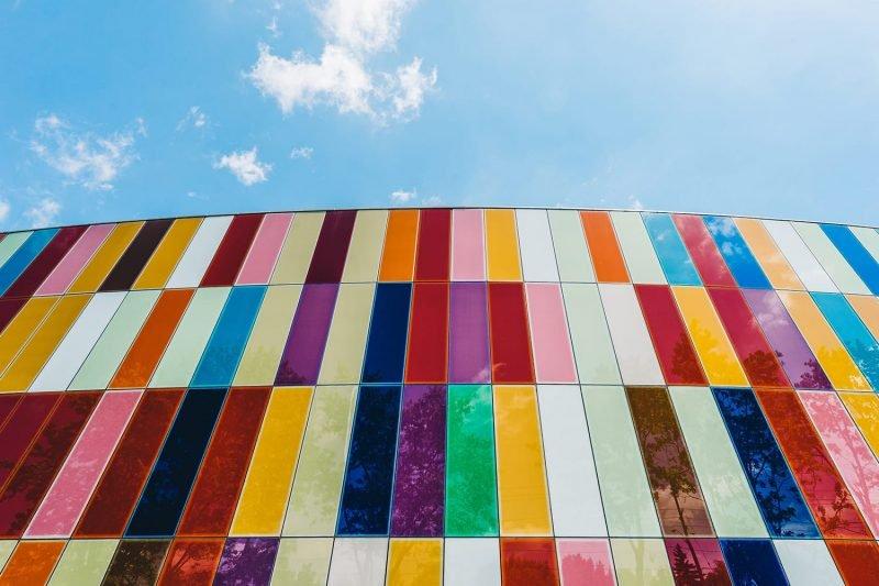如何利用色彩元素进行构图