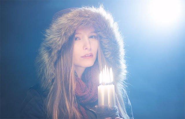 如何拍摄冷暖调交融的烛光人像