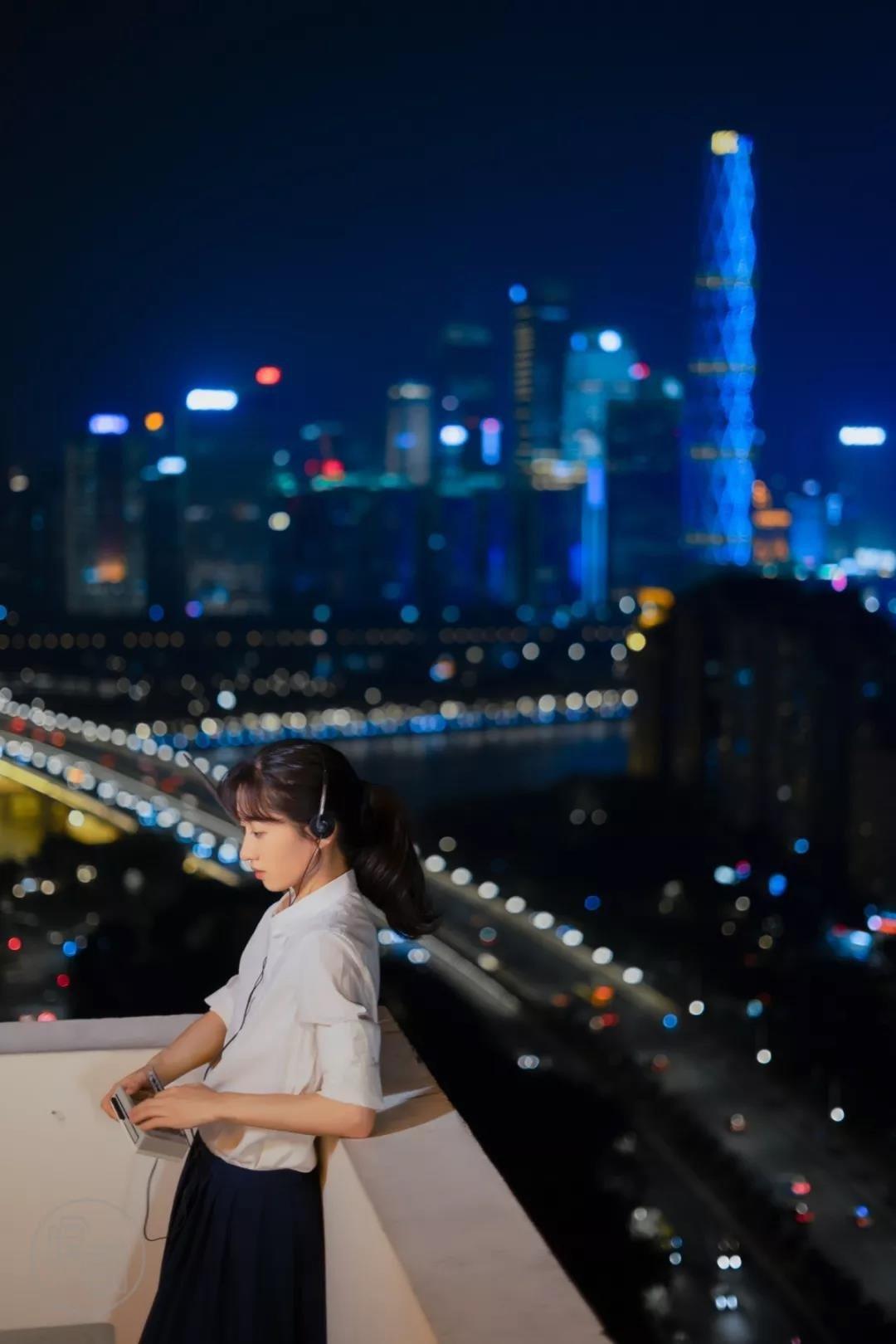 摄影师如何拍摄夜景人像?